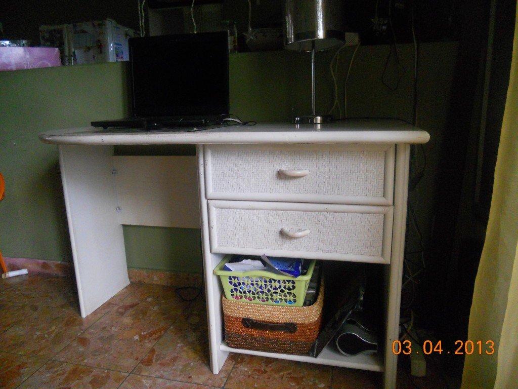 Bureau en bois blanc dans Mobilier dscn2898