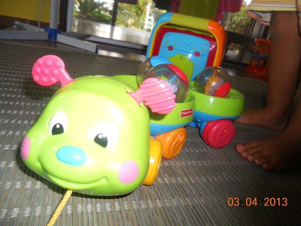 Chenille qui roule + boules FISHERPRICE dans Jeux d'éveil bébé dscn2909